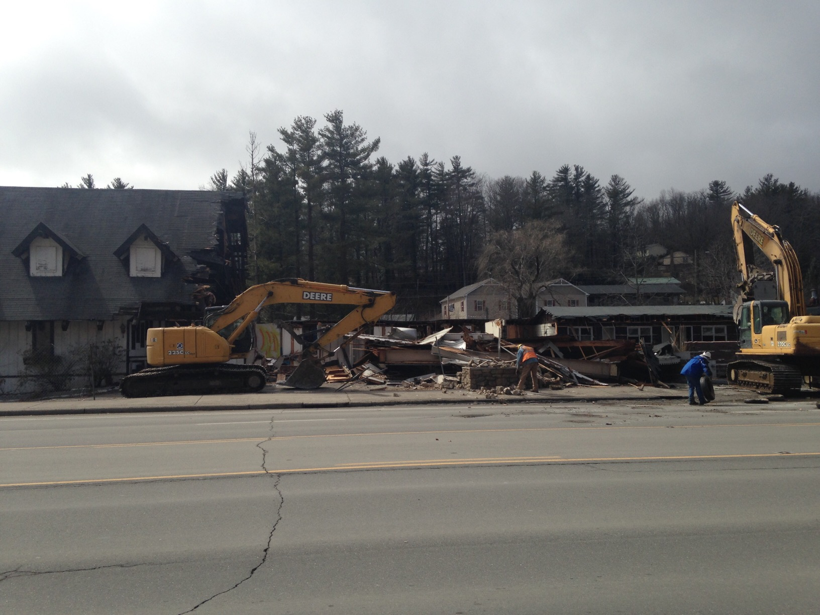 Scottish Inn demolition March 2 2015 (4)