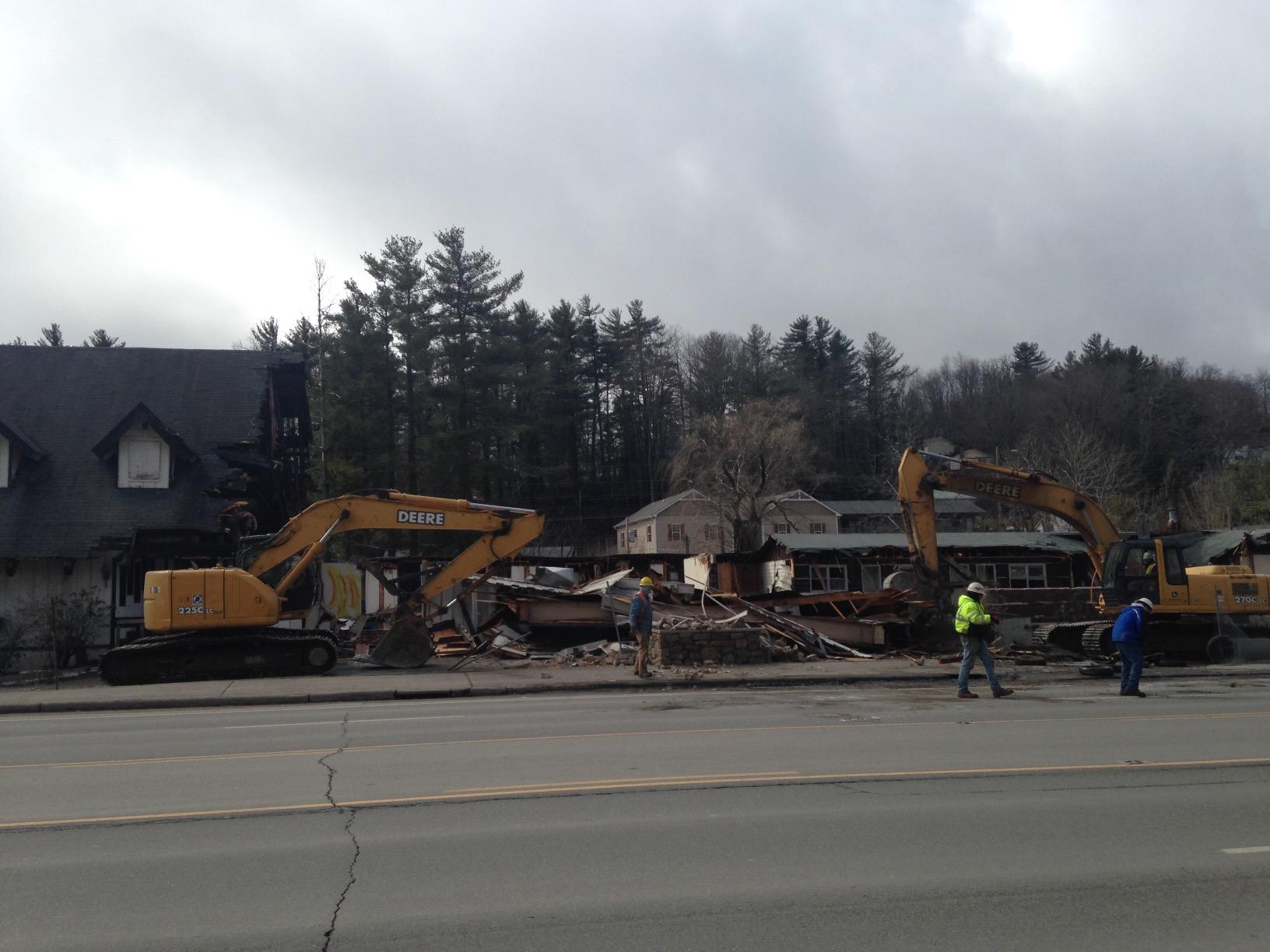 Scottish Inn demolition March 2 2015 (2)